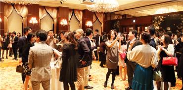 実際に入校すると、親睦を図る「クラス会」がどのクラスでも開催され、趣味を同じくする仲間との楽しいコミュニティが生まれる♪ また、国内や海外のワイナリーを訪れるツアーや講座修了後のパーティーなど、イベントも盛りだくさん!!(イメージ)